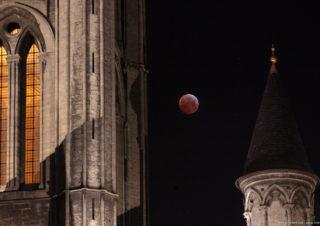 Bloodmoon and Sint-Niklaaskerk, Gent, Belgium 20190121