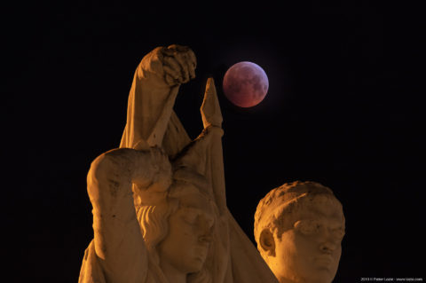 Bloodmoon and Statue Jan Frans Willems, Sint-Baafsplein, Gent, Belgium 20190122
